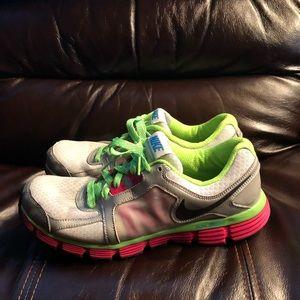 Nike Dual Fusion ST 2's women's size 10.